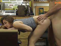 Curvy brunette babe gets her pussy banged at the pawnshop