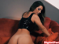 Femdom babe pleasured and creamed by sexslave