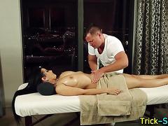 Tat babe fucks masseur