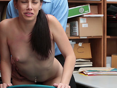 Bobbi Dylan pays the price for shoplyfting