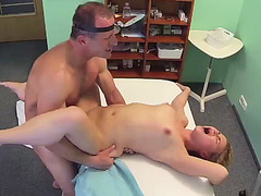 Patient gives her pussy for her doctor