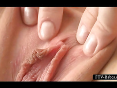 Blondie wide spreads pink twat hole in close-up