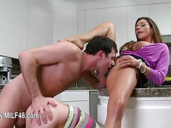 MILF threesome with fine action