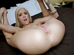 Amateur hoe Halle Von banged on videocam