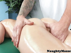 Massage babe sixtynines and cockrides masseur