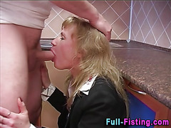 Mature ho gets ass fisted
