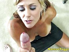 Mature tugjob loving milf working cock