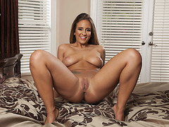 Slutty dirty ladies Layla and Raylin in a hot threesome bzhotporns.com