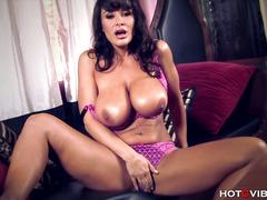Hot Busty Milf Lisa Ann Orgasming Hard