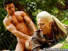 Glam whore gets creamed