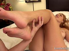 Fine foot piece pleases herself