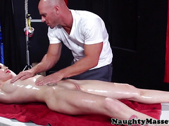 Bodypainted Stevie Shae horny of massage and enjoys a banging