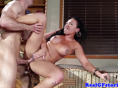 Squirting british housewife shows her deepthroat