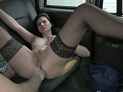 Sexy woman gets pussy rammed in the backseat and gets creampie
