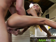 Squirting babe jizzed