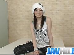 Asuka Mimi loves posing nasty during porn shows