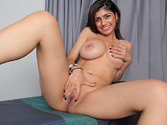 Mia pummeled a black cock on her pussy