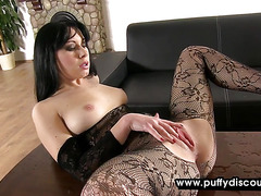 Raven haired hottie pees and uses her vibrator