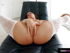 Nikki Waine gets her ass drilled gonzo style in anal scene
