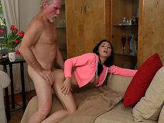Hot babe Crystal Rae enjoys a hot sex with grandpa