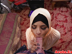 Jihab cockscuking muslim takes cum in mouth