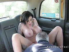 Huge boobs hottie changes in fake taxi