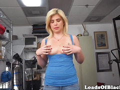 Amateur casting babe facialed by black agent