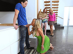 Stepmomm Brandi Love seduces a hunk dude and she gets caught