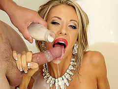 Cougar Courtney Taylor bangs with the Milk Man