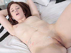 Hottie  Bailey Brooke loves to be licked and fuck her pussy