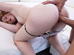 Briar dropped her neck down to stepbros cock and sucked