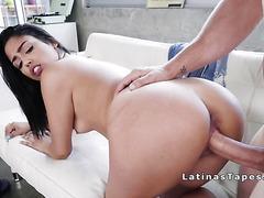 Latina hottie fucks huge dick before trip