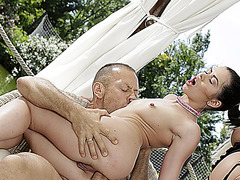 Alluring Cassie Fire loves juicy cunt to lick