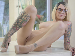 Blonde babe Emma Mae gets wet in a horny solo fuck