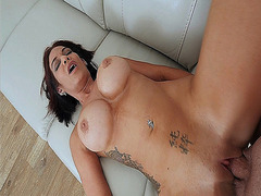 Perv mom Ryder Skyes shaved pussy getting fuck