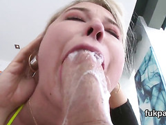 Breathtaking babe flaunts big ass and gets anus plowed