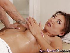 Asian les eats masseuse