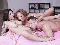 Brenna Sparks and Richelle Ryan giving it all for hard dick