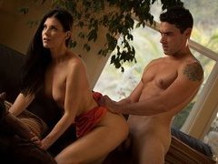 Glamour brunette Milf India Summer gives head and erotic fucking
