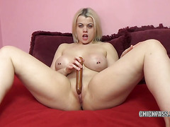 Nadia White makes herself cum with a big dildo
