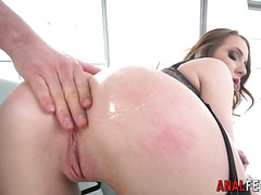 Bubble butt babe fingered