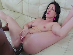 Sexy Jennifer White sucks Lexington Steeles huge cock and rides it