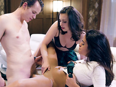 Virgin college babe fucked in a threesome session