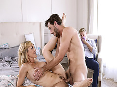 Brandi Love spreading her legs open and her milf pussy gets penetrated