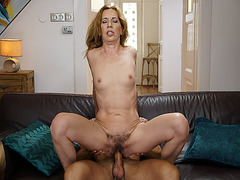 Young stud loves it when mature woman Viols MILF pussy is hairy