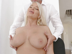 Intern Jessy massages and fucks strict milf London River