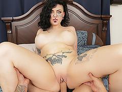 Sweet hottie chick Luna Lavey fucks large cock
