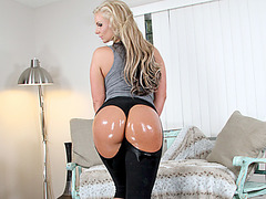 Bubble booty Phoenix Marie rides on cock