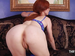 Beauty babe fingering cunts and having great blowjob