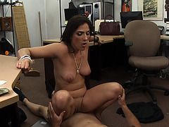 Luscious hot chick spread her legs to fuck hard